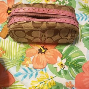 COACH COSMETIC CASE IN SIGNATURE WITH PINK TRIM